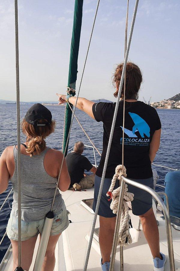 Ecolocaliza de espaldas en velero
